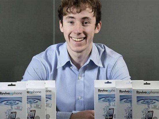 Двадцатилетний изобретатель создал лекарство для пострадавших от воды телефонов
