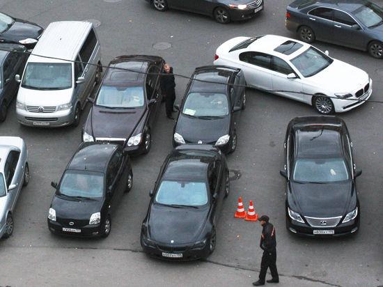 В Москве могут отменить оплату парковки по выходным