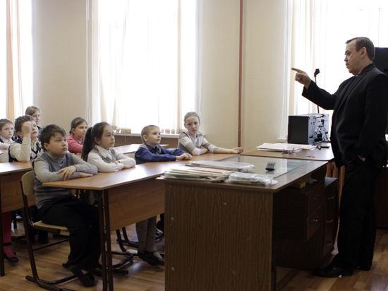 Современные дети перестали влезать в школьную форму