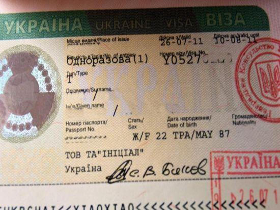 Украина вводит визы для россиян и уходит из СНГ