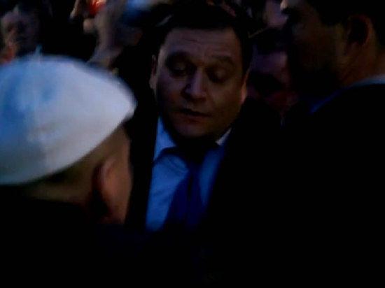 Баррикады жгут. Кандидата в президенты Украины Добкина избили в Луганске