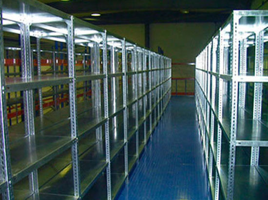 Оптимизируем использование помещения: стеллажи