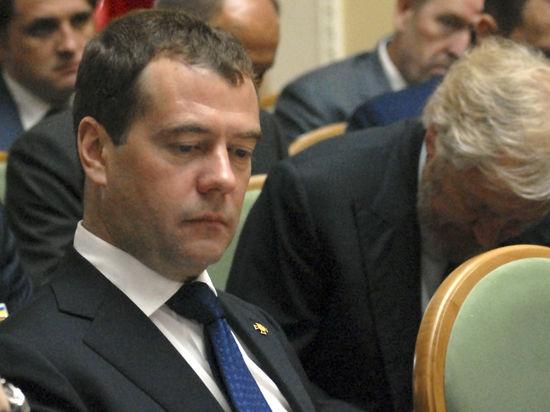 Медведев взял ответственность за указы Путина, которые стоили места Суркову