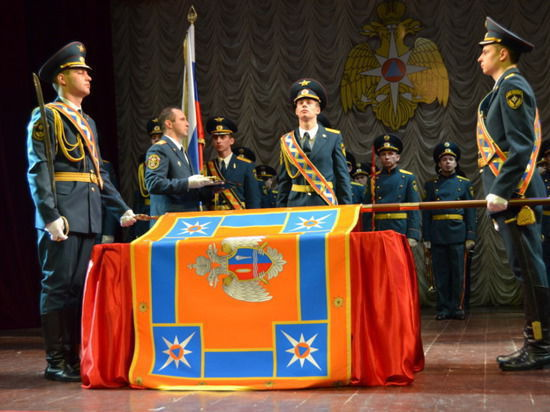 Знамена сделали из МЧС вторую армию