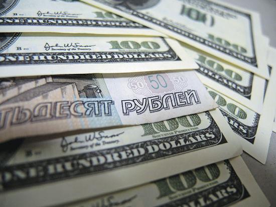 Российские вкладчики променяли рубль на доллар и евро
