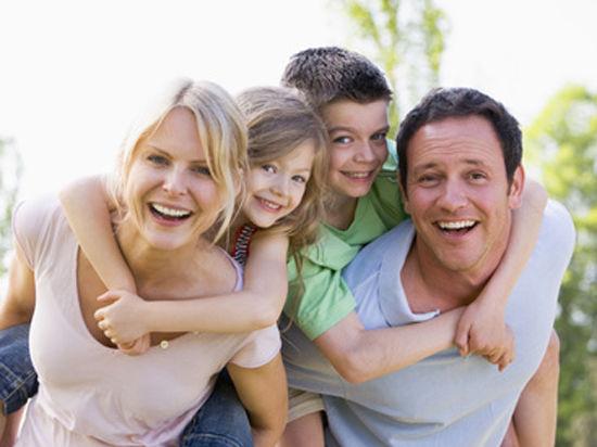 Приемным родителям будут бесплатно давать квартиры
