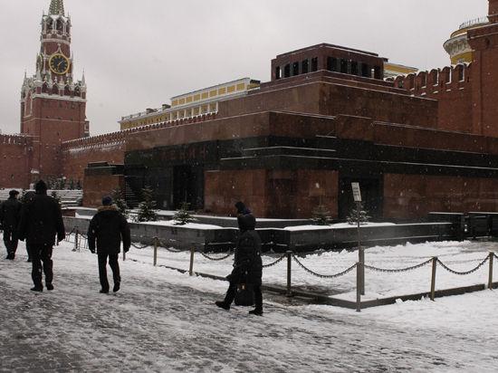Террорист выпустил две пули в мумию Ленина