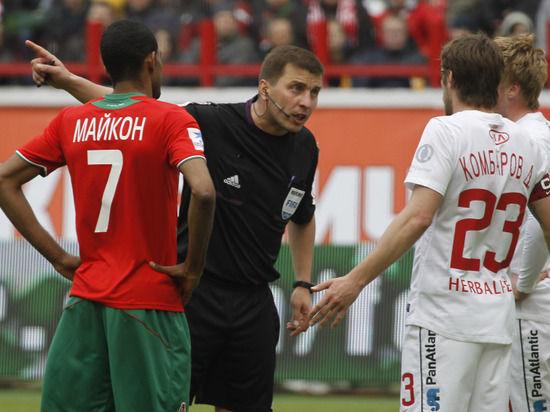 Четверо судей РФПЛ получили красные карточки