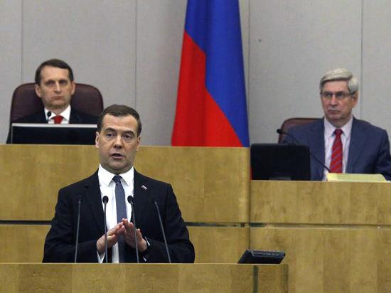 Медведев об экономике: не надо стесняться, покажем зубы и будем расти самостоятельно