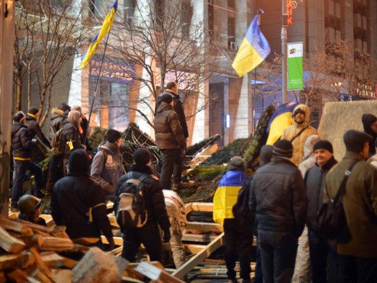 Протестующие в Киеве заблокировали здание кабмина и двинулись к Раде