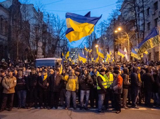 Майдан готовится к бою: ждут самосожжения певицы Русланы и визита Саакашвили