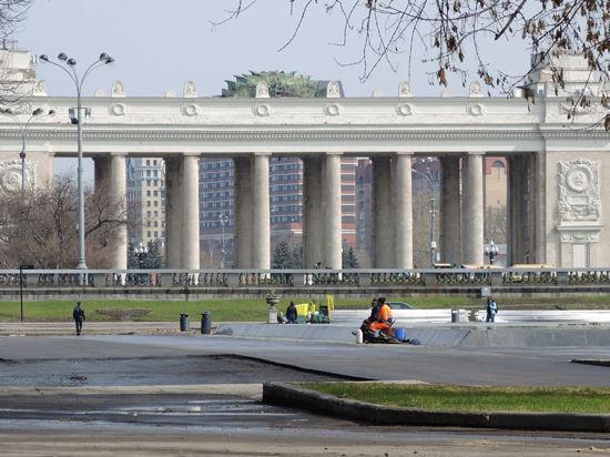 Главный вход в парк Горького закрылся на реконструкцию