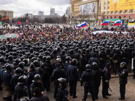 Пророссийским активистам запретили проводить мирные митинги в Харькове