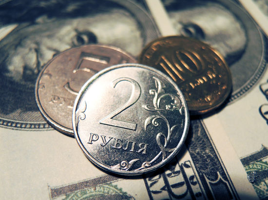 Рубль не воспользовался слабостью доллара