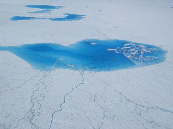 Около Гренландии найдено незамерзающее озеро