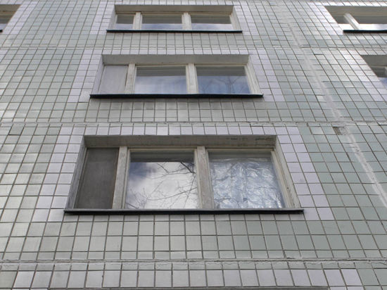 Жуткий случай в центре Москвы: Женщина выпрыгнула из окна вместе с младенцем