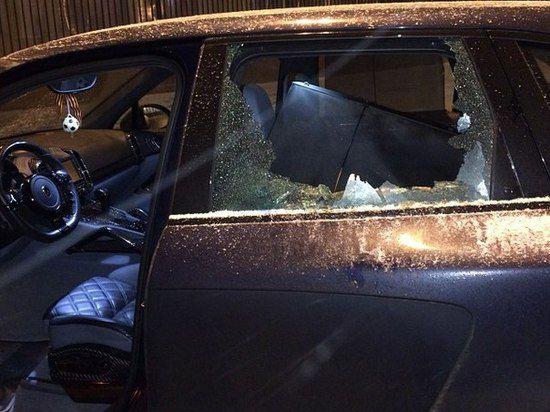 Неизвестные битами разбили машину Юрия Жиркова