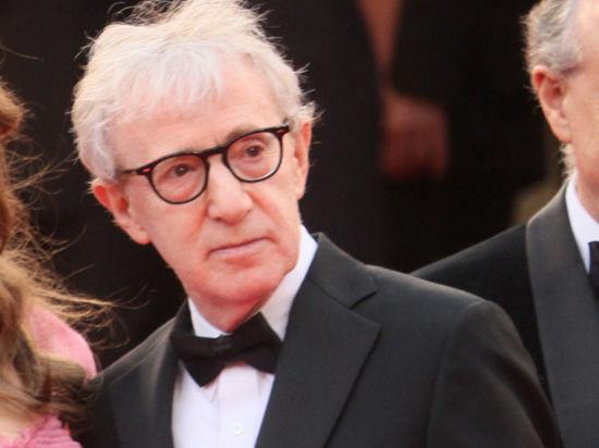 Приемная дочь режиссера Вуди Аллена обвинила его в сексуальных домогательствах