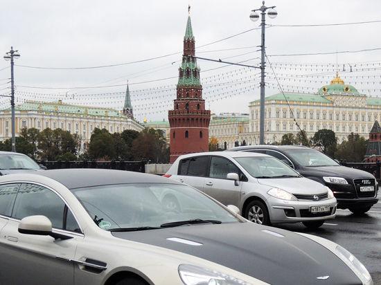 Автомобили хотят увести от Зарядья
