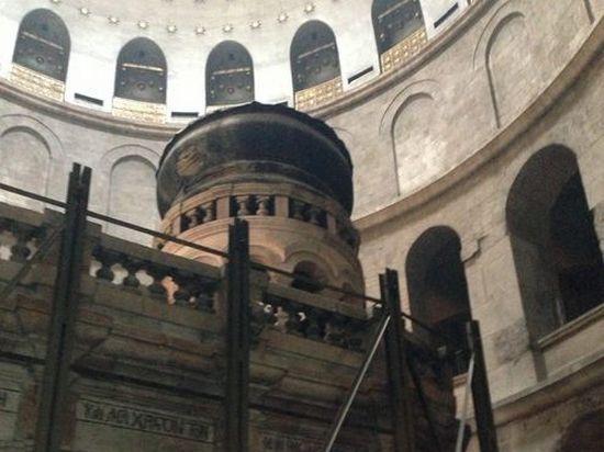 В Храме Гроба Господня делегациям из Москвы и Киева пришлось ждать Благодатного огня бок о бок