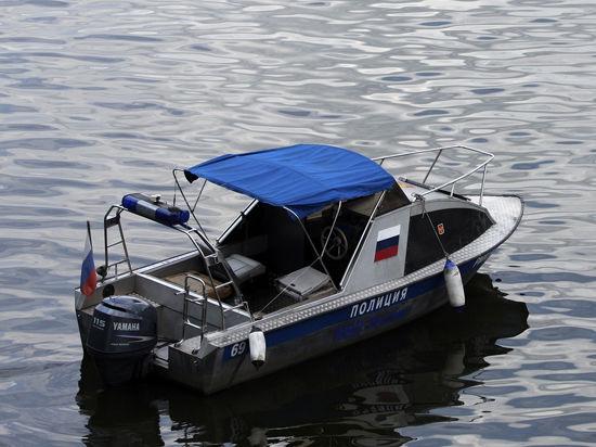 Мужчина, найденный мертвым на катере на Москве-реке, умер от сердечного приступа