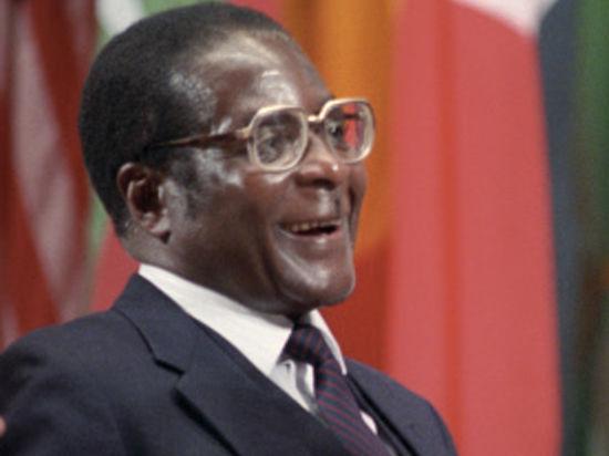 90-летний президент Зимбабве Роберт Мугабе выдал единственную дочь замуж за летчика-плейбоя