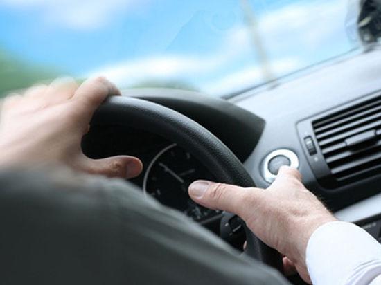Экзамены у будущих водителей станут принимать вокруг да около ГИБДД