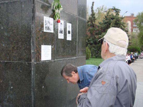 Гражданская панихида по погибшим ополченцам в Славянске переросла в стихийный митинг