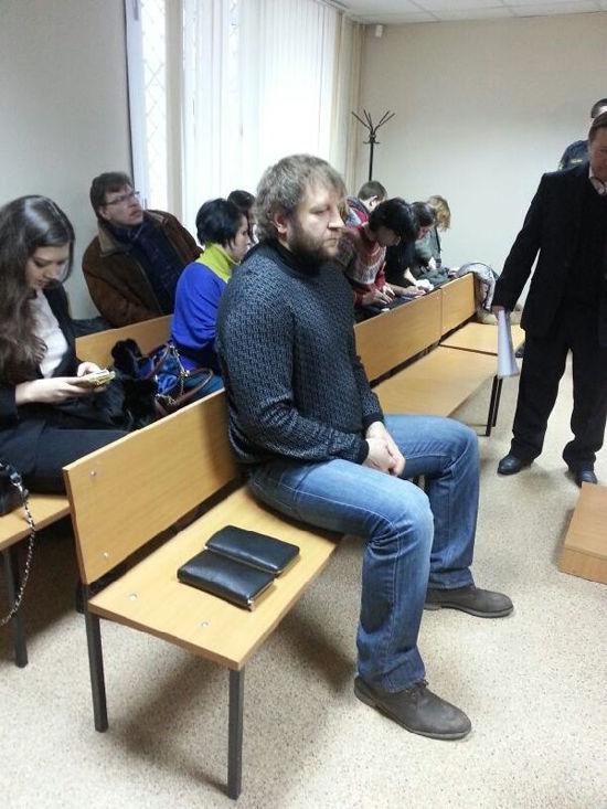 Боксер Емельяненко на суде смеется, а избитый им пенсионер говорит, что ничего не было