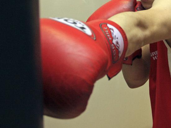 Мексиканский боксер после нокаута находится между жизнью и смертью
