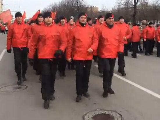 Откуда у «Сути времени» взялись сотни красных курток на митинге «за Крым»
