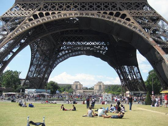 На посту мэра Парижа гея сменит женщина