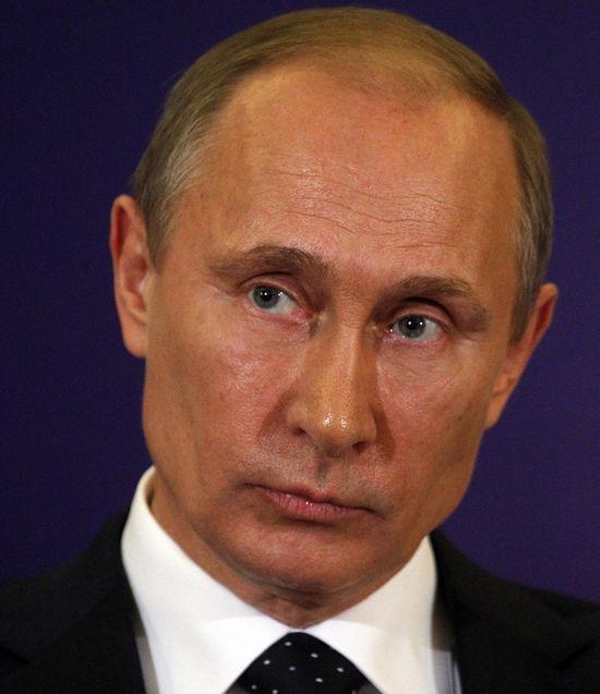Путин создает национальную платежную систему, а пока «Артек» назовут в его честь