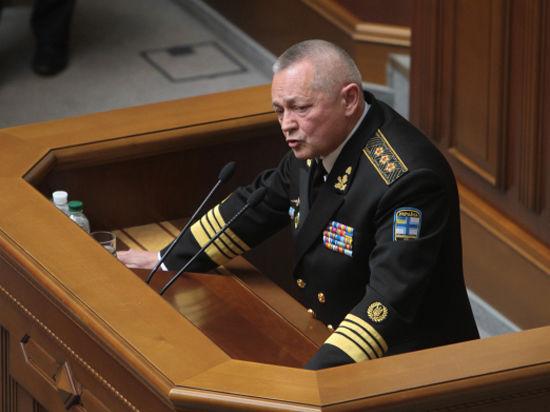 Рада не отпустила в отставку уличенного в госизмене министра обороны Тенюха