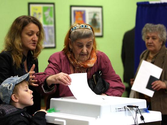Родители не способны привить детям политические убеждения