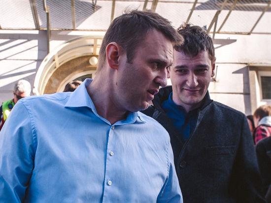 «Верните куб!» Навальному продлили домашний арест на полгода под аккомпанемент задержаний