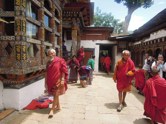 Гималайское королевство Бутан сулит приезжим счастье – но только с гидом