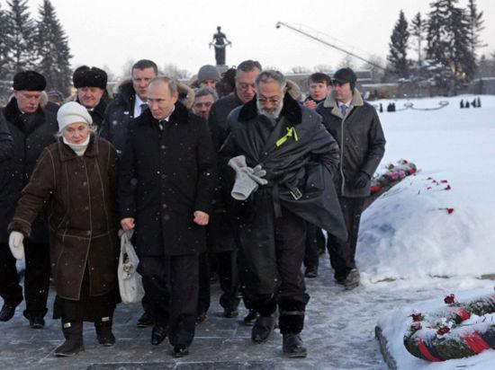 Путину показали могилу брата, погибшего в блокаду