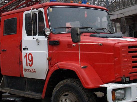 Пожарные погибли, спасая людей из огня на столичном складе
