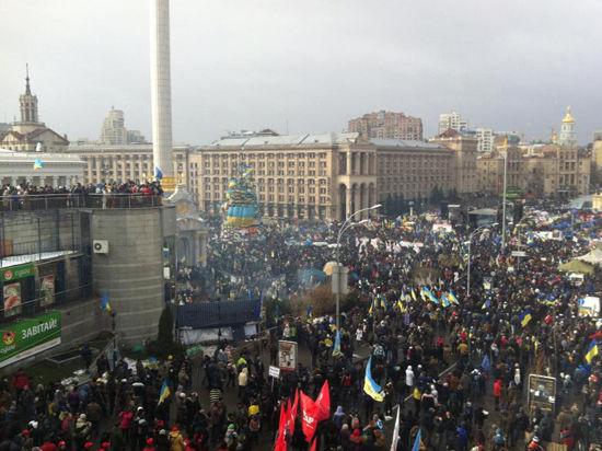 Спецназ начал штурм киевского Майдана, взяв протестующих в кольцо