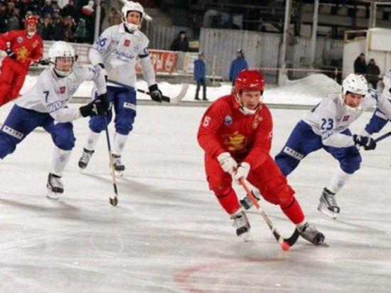 Судьбу титула в хоккее с мячом решат Москва и Красноярск