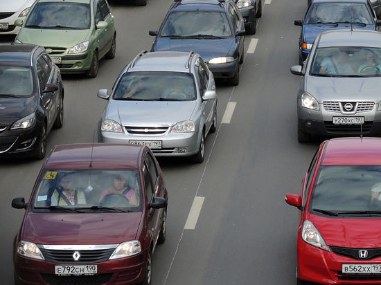 Московским водителям пока не рекомендуют менять резину