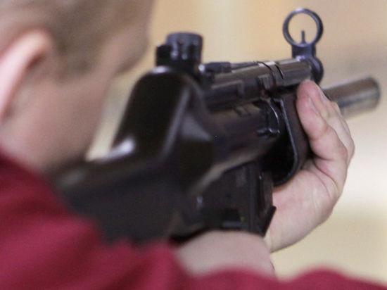 Столичные полицейские расстреляли мужчину с макетом автомата