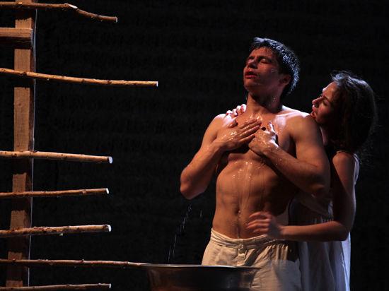 На «Золотой маске» в спектакле из Петербурга зрители признали Яценюка