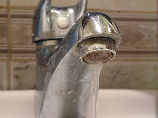 Стали известны сроки отключения горячей воды в жилых домах Москвы