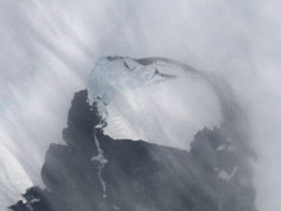 От Антарктиды откололся айсберг размером с половину Санкт-Петербурга
