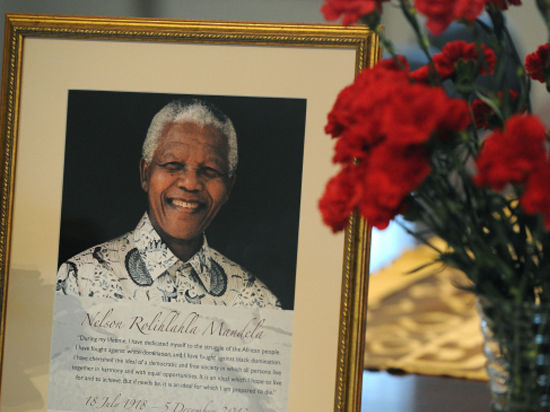 Сурдоперевод на панихиде по Манделе оказался фальшивым