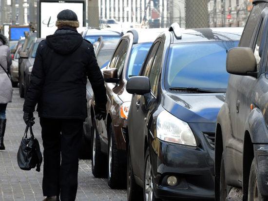 Неправильные парковки тормозят автопоток на четверть