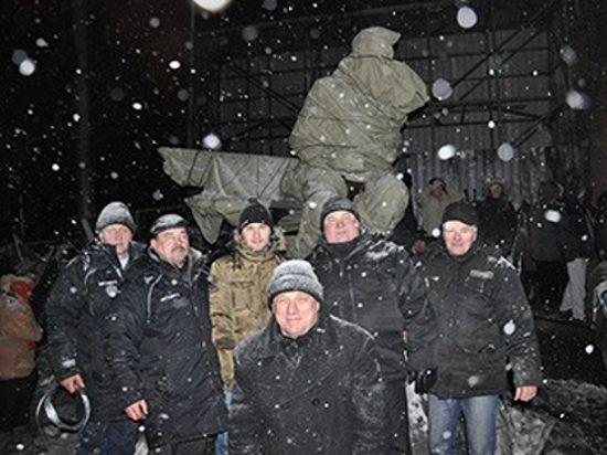 Памятник Лобановскому в Киеве спасают от беспорядков
