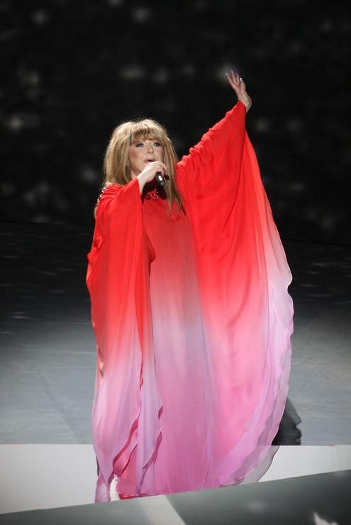 Алла пугачева в красном платье